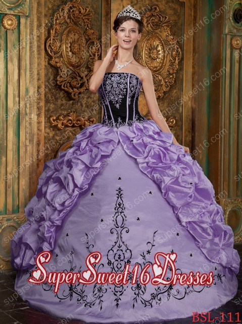15th Birthday Party Dresses in Levender with Embroidery and Pick-ups