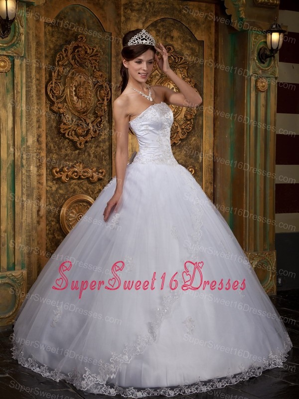 Cheap White Sweet 16 Quinceanera Dress Strapless Satin and Tulle Lace Ball Gown