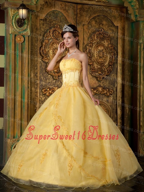 Gorgeous Yellow Sweet 16 Dress Strapless Appliques Organza Ball Gown