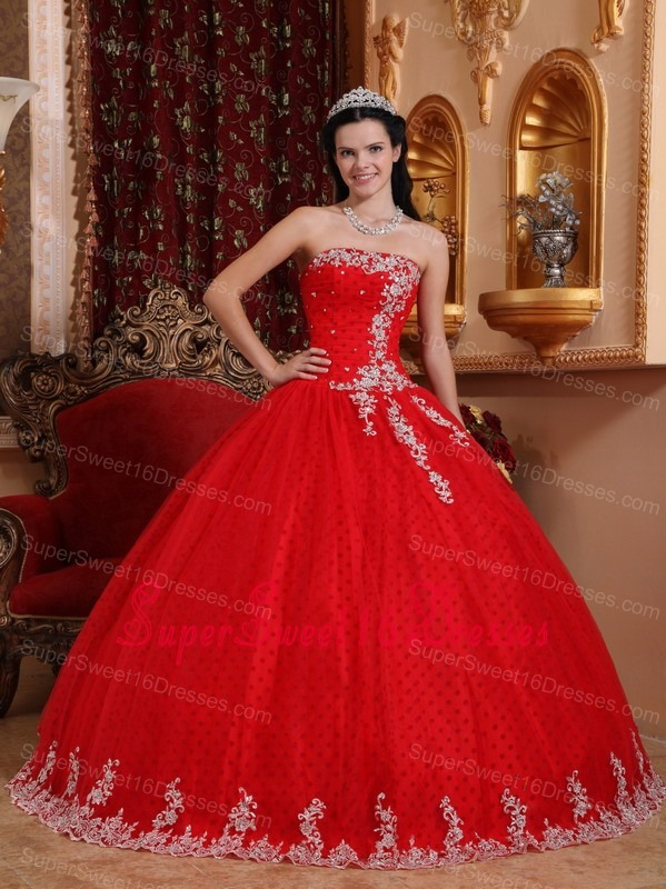 Inexpensive Red Sweet 16 Dress Strapless Tulle Lace Appliques Ball Gown