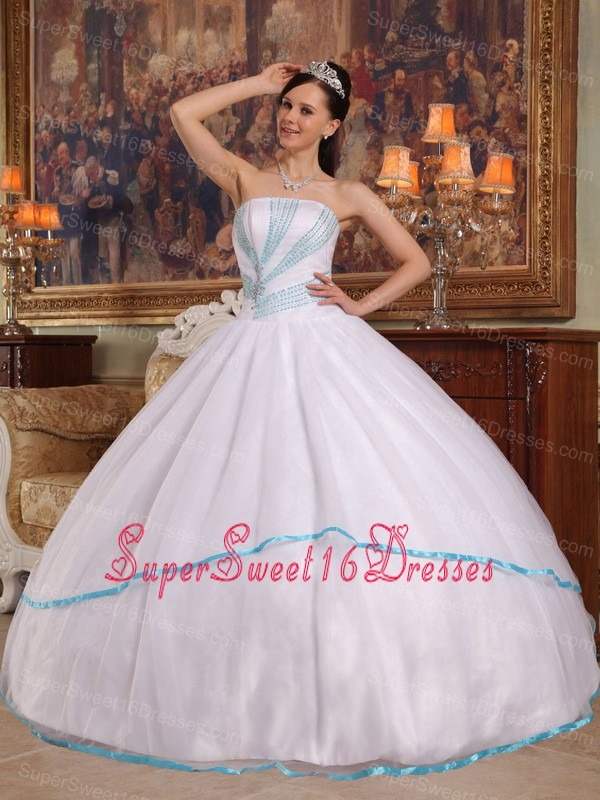 Gorgeous White Sweet 16 Quinceanera Dress Strapless Organza Beading Ball Gown