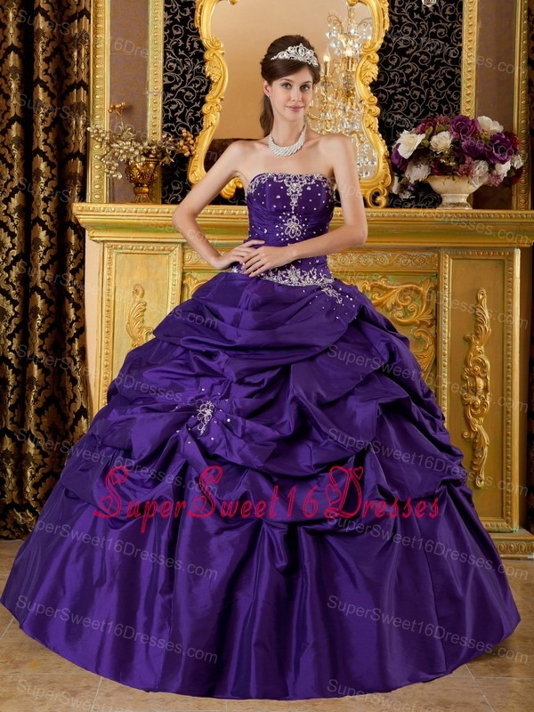 Classical Purple Sweet 16 Dress Strapless Taffeta Appliques Ball Gown