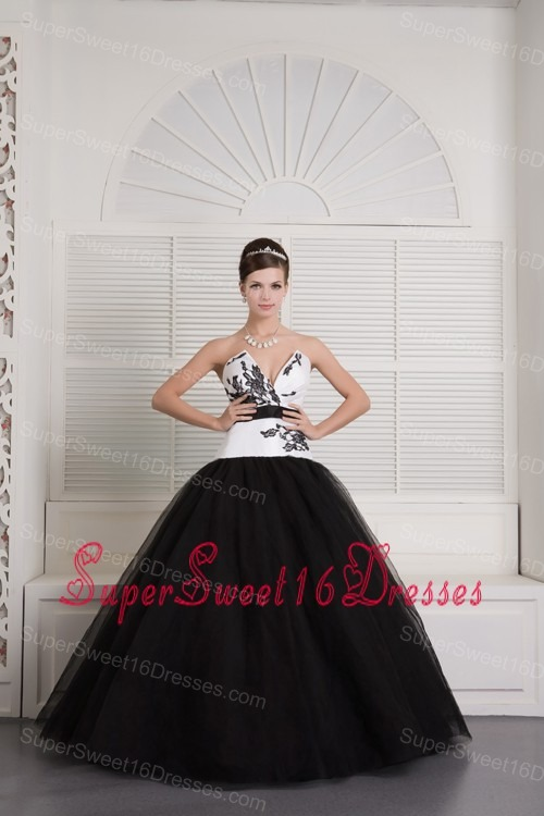 Modest Black and White Ball Gown V-neck Sweet 16 Dress Tulle Embroidery Floor-length