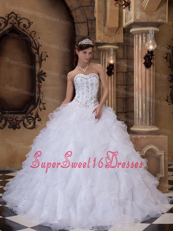Romantic White Sweet 16 Quinceanera Dress Sweetheart Organza Beading Ball Gown