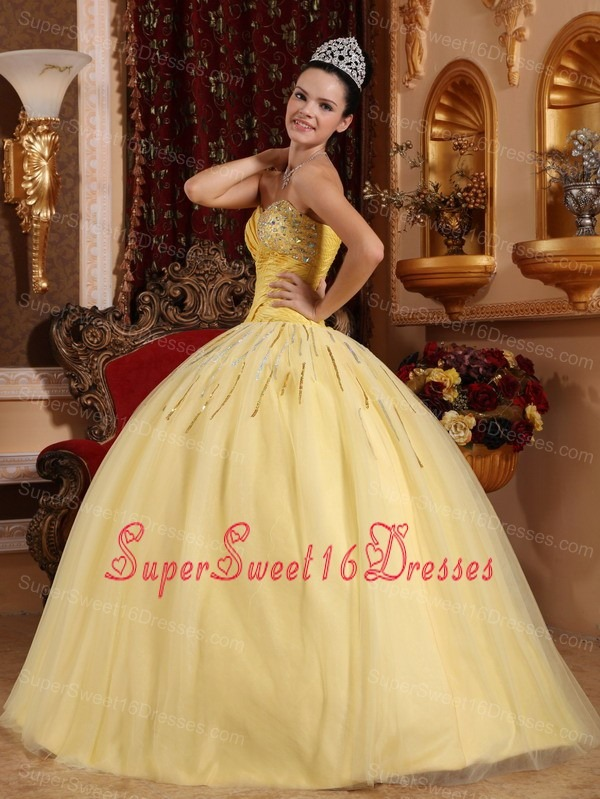 Beautiful Light Yellow Sweet 16 Dress Sweetheart Tulle Beading Ball Gown
