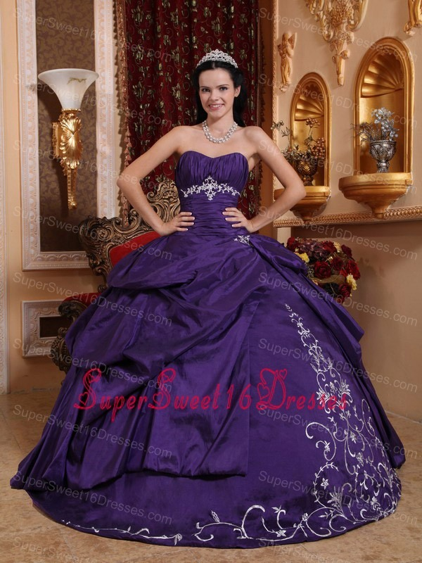Elegant Purple Sweet 16 Dress Sweetheart Taffeta Embroidery Ball Gown