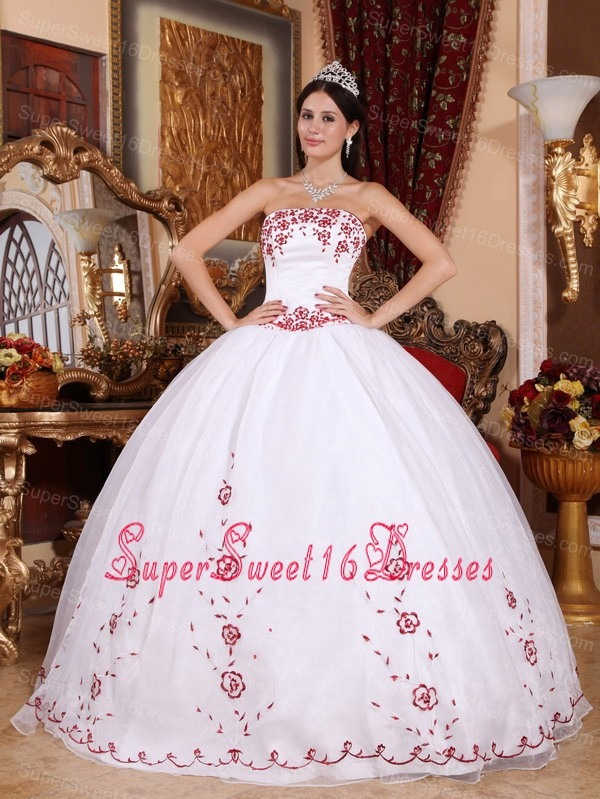 Fashionable White Sweet 16 Dress Strapless Organza Embroidery Ball Gown