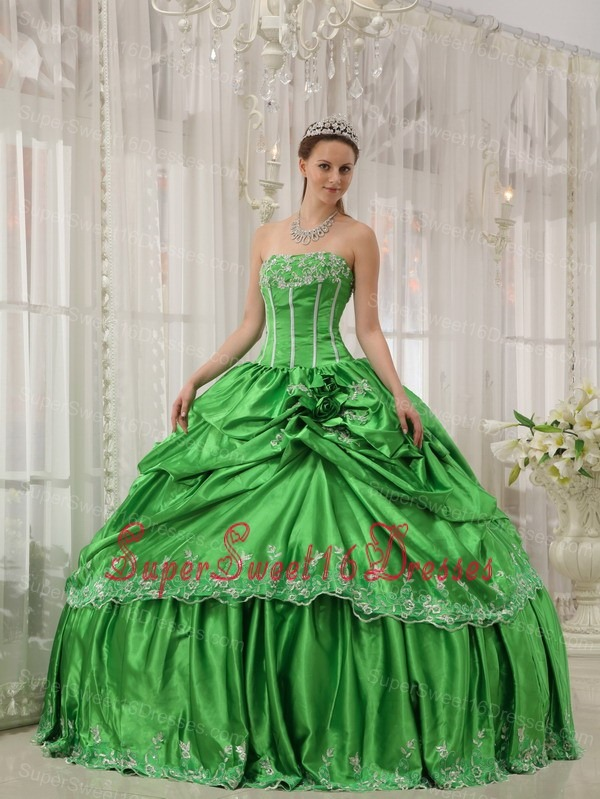 Low Price Spring Green Sweet 16 Dress Strapless Taffeta Beading and Applique Ball Gown