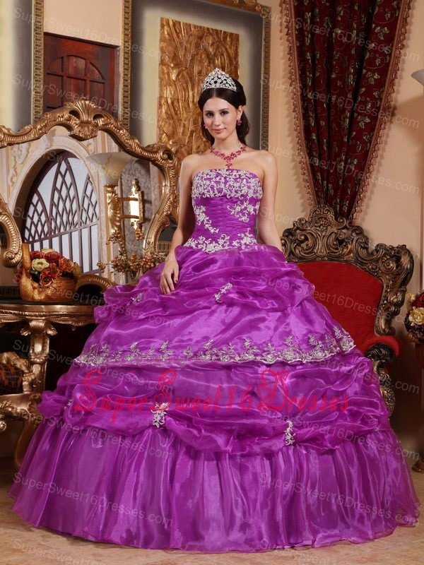 Fashionable Purple Sweet 16 Dress Strapless Organza Appliques Ball Gown