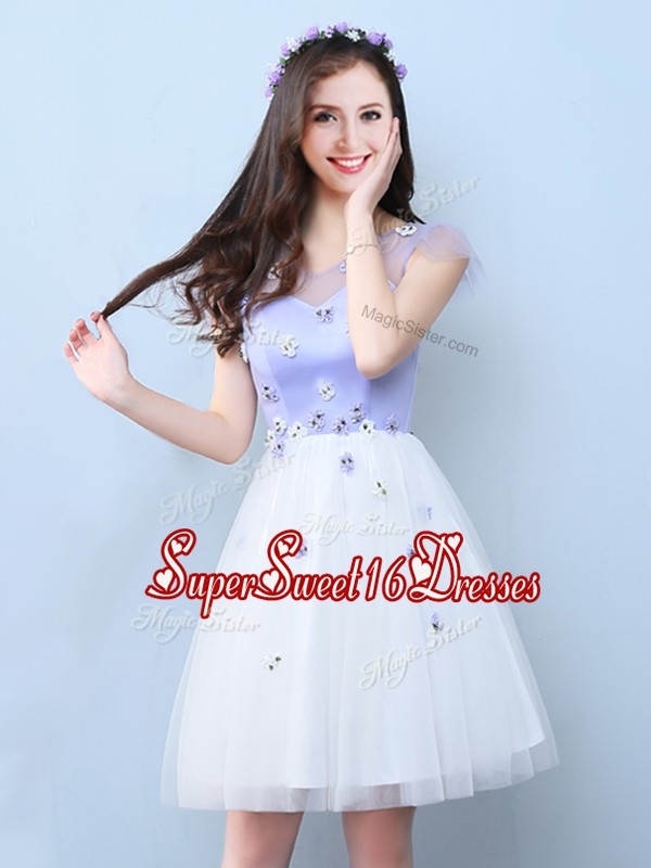 New Arrival White A-line Appliques Dama Dress for Quinceanera Lace Up Tulle Cap Sleeves Knee Length