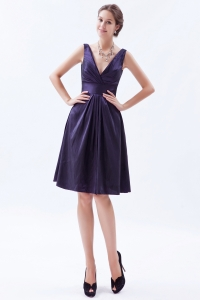 Purple Empire V-neck Knee-length Taffeta Beading Dama Dresses for Sweet 16