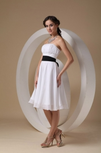 White Strapless Knee-length Chiffon Sashes Dama Dress