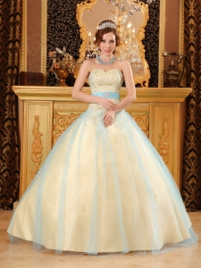 Elegant Light Yellow Sweet 16 Dress Sweetheart Beading Satin and Organza Champagne
