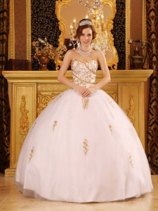 Elegant White Sweet 16 Quinceanera Dress Sweetheart Tulle Appliques Ball Gown