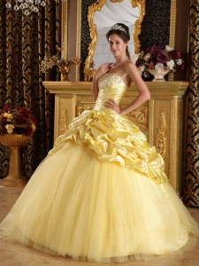 Modest Yellow Sweet 16 Quinceanera Dress Taffeta and Tulle Beading Ball Gown
