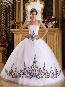 Discount White Sweet 16 Quinceanera Dress Strapless Tulle Embroidery Ball Gown