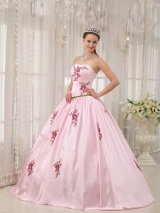 Lovely Pink Sweet 16 Quinceanera Dress Strapless Taffeta Appliques Ball Gown