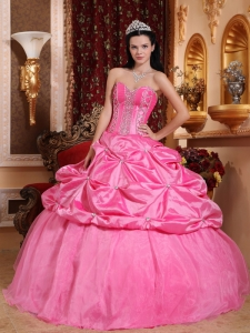 Modest Rose Pink Sweet 16 Dress Sweetheart Taffeta Beading Ball Gown