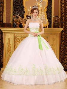 Discount White Sweet 16 Quinceanera Dress Strapless Organza Appliques Ball Gown