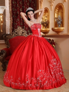 Classical Red Sweet 16 Quinceanera Dress Strapless Taffeta Embroidery Ball Gown