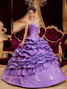 Luxurious Lavender Sweet 16 Dress Sweetheart Taffeta Appliques Ball Gown