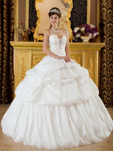 Remarkable Elegant Sweet 16 Dress Strapless Taffeta Beading White Ball Gown