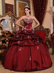 Remarkable Wine Red Sweet 16 Dress Sweetheart Taffeta Appliques Ball Gown
