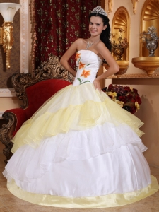 Romantic Light Yellow and White Sweet 16 Dress Strapless Organza Embroidery Ball Gown