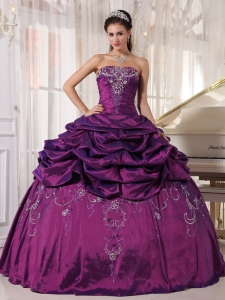 Pretty Eggplant Purple Sweet 16 Dress Strapless Taffeta Embroidery With Beading Ball Gown