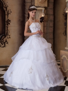 Pretty White Sweet 16 Dress Strapless Appliques Satin and Organza Ball Gown