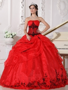 Beautiful Red and Black Sweet 16 Dress Strapless Floor-length Organza Appliques Ball Gown