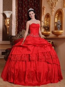 Beautiful Red Sweet 16 Dress Sweetheart Taffeta Beading and Appliques Ball Gown